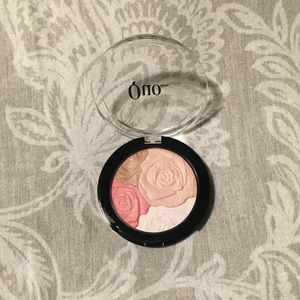 Quo Face Powder Blush with floral emboss